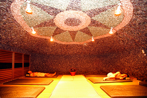 遠赤外線宝石睡眠室 (2階)