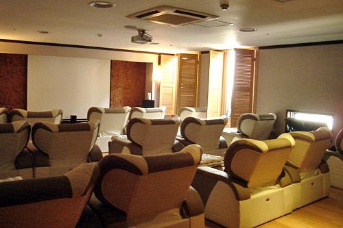 森林浴睡眠室(2階)※16:00~22:00に映画上映