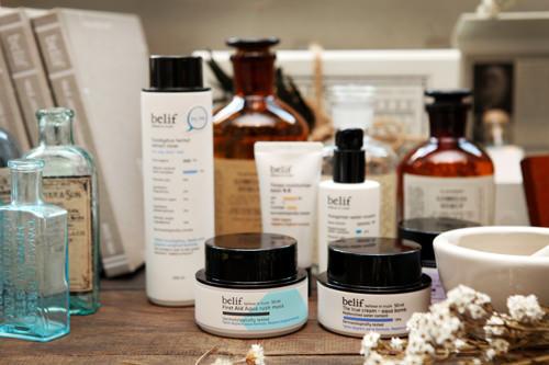belif(ビリーフ)「LG生活健康」のハーブコスメ。肌に有害な鉱物油、合成香料、合成防腐剤、合成色素、動物由来成分を排除した「5無添加処方」が特徴。