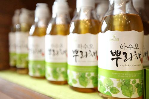 ハヌルホス薬草を煮詰めた蒸留水に18種類の薬草を配合した韓方コスメ。アトピーやニキビに効くとクチコミ掲示板でも話題。