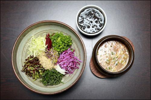 エコパッサン韓国の環境団体「エコ生協」が運営する安全でヘルシーな創作料理のレストラン。化学調味料や添加物を使わず、国産オーガニック食材を使用。