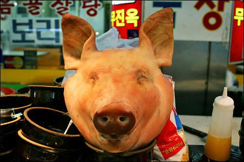 丸ごと蒸した豚の顔