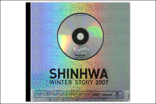 SHINHWA「ヌン オヌン ナル(雪が降る日)」6人が楽しそうに笑い合っているお店は、事務所のすぐ近くにある高級カフェ。