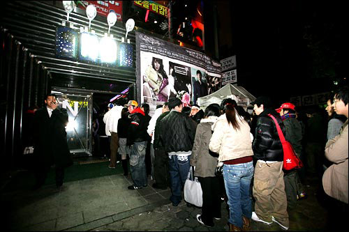 クラブNB弘大の有名クラブの狎鴎亭支店。弘大よりワンランク上の高級感が溢れるつくりになっているとか。