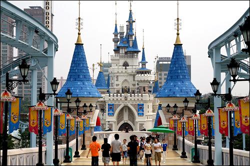 ロッテワールド「マボベ ソン(魔法の城)」などのMVは、ソウルの名物遊園地・ロッテワールドで撮影されました。ロマンチック、メルヘンな演出にはぴったりですね!