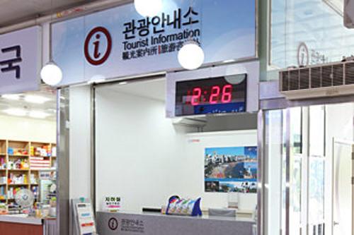 釜山総合バスターミナル観光案内所高速バスのチケット購入方法や地方の簡単な情報も得ることができます。ターミナル内には観光情報タッチパネル(日本語可)があります。