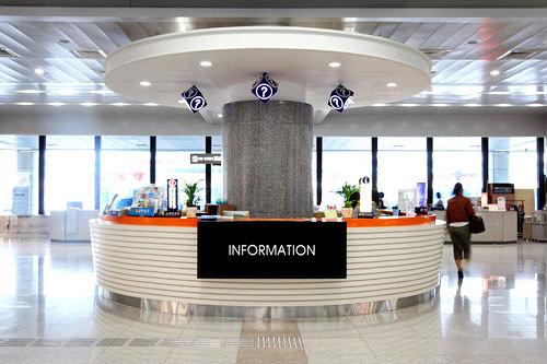 金海国際空港観光案内所(国内線)日本語可能なスタッフが常駐しています。紛失物がある場合もこちらに聞きましょう。国内線1階到着フロア中央付近に位置。