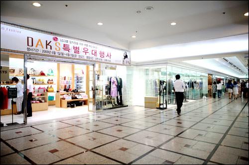 DAKS(ダックス)も扱うアパレル部門「LG Fashion」