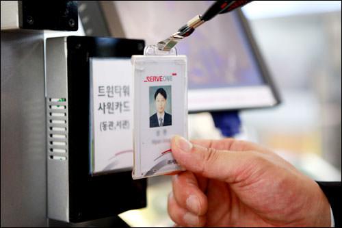 IDカードをセンサーへ。数秒で会計終了!