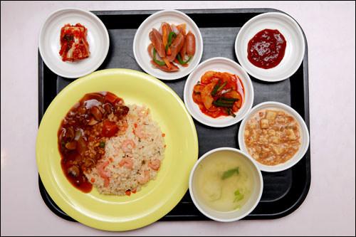 洋食(エビチャーハン&マッシュルームソース)