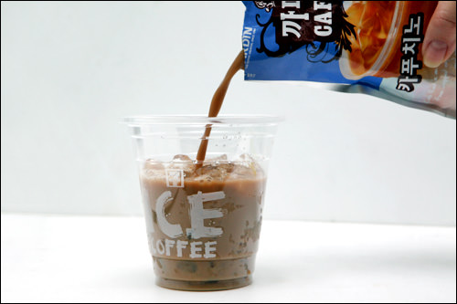 アイスコーヒー暑い季節になると登場、コンビニで販売