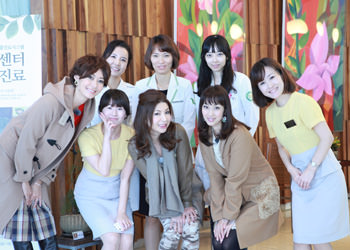 (左から) 田丸麻紀さん、シルク姉さん、坂下千里子さん