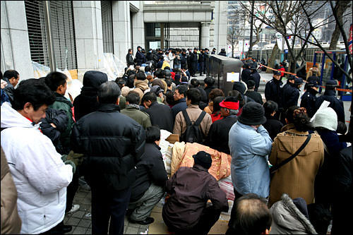 新1万ウォン札発行当日の混雑