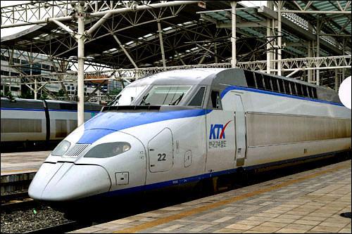 KTXでソウルから釜山までKTX(高速鉄道)でソウルから釜山までは47,900 ウォン(平日。週末は51,200ウォン)で行けちゃいます!