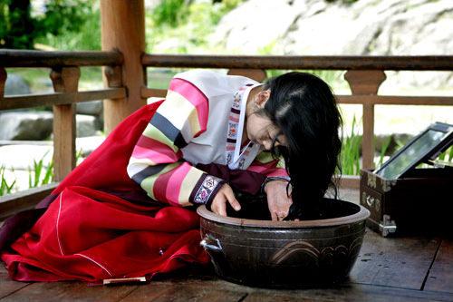 端午(タノ)の日にはチャンポ(ショウブ)湯で洗髪