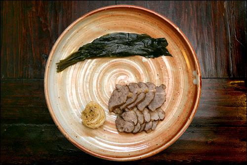 牛肉とジャンキムチ(醤油ベースのキムチ)