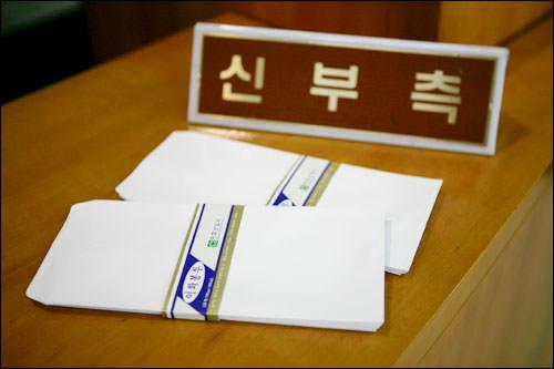受付に置かれた白封筒。封筒を忘れても安心!
