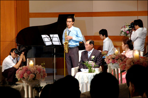 サックスとピアノの音色でしばし癒される