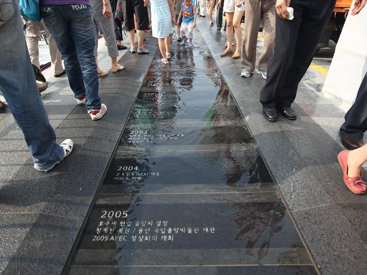 約600年の歴史が刻まれた東側の歴史水路