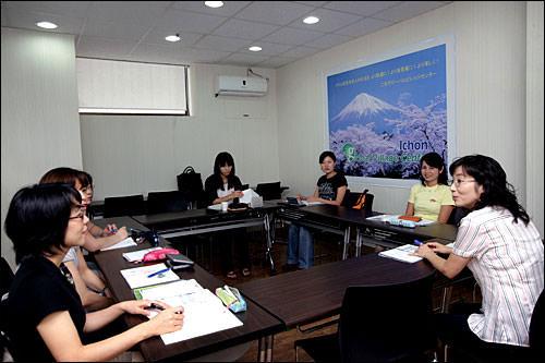 特に外国人が多い地域には「グローバルビレッジセンター」を設置