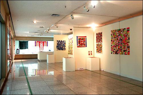 美しい伝統ポジャギの世界草田繊維・キルト博物館