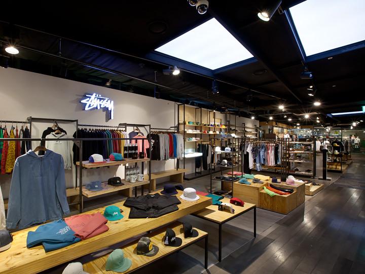 男性には「kasina」(4階)がおすすめ。「STUSSY」や「HUF」など世界的ストリートファッションブランドをここ1軒で楽しめます。
