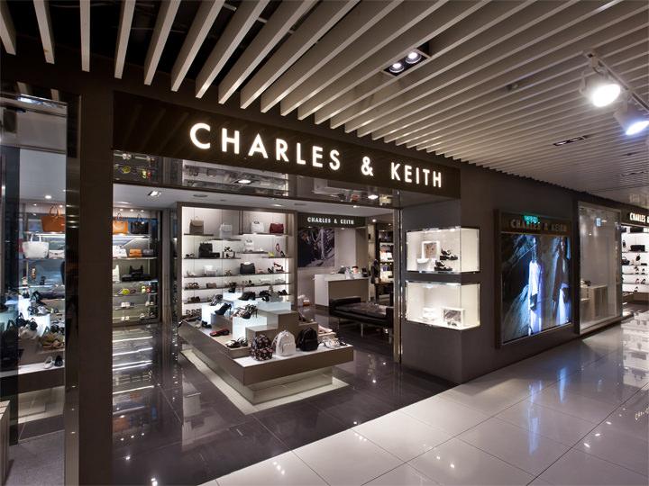 ラグジュアリーなバッグや靴が並ぶシンガポール発の「CHARLES&KEITH」(2階)