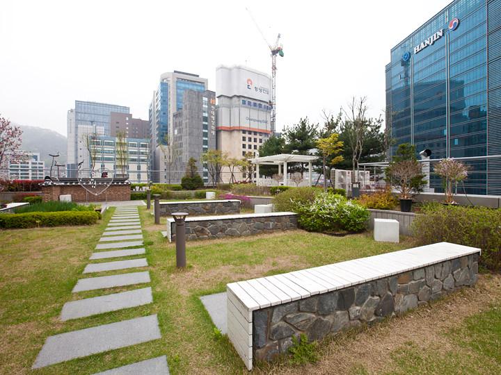 誰でも利用できる空中庭園「Afternoon Garden」(7階)