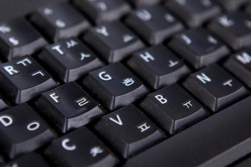 子音と母音を組み合わせるハングルキーボード