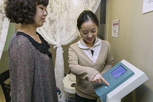 3.体内成分検査体重や体脂肪、筋肉量などを測ります。