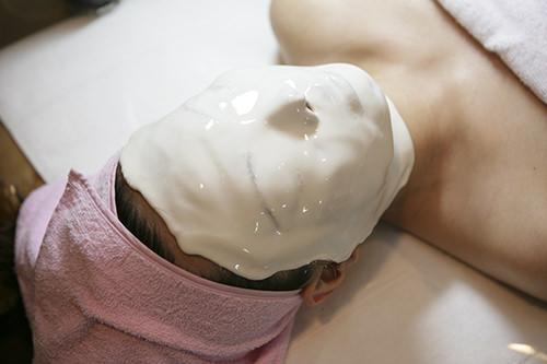 9.1次パック韓方エキスが配合された1次パックは肌を保湿し、シワの改善などが期待できます。