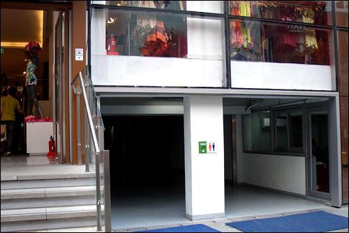 「Mプラザ」のトイレ入口