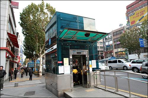 鐘閣駅3番出口