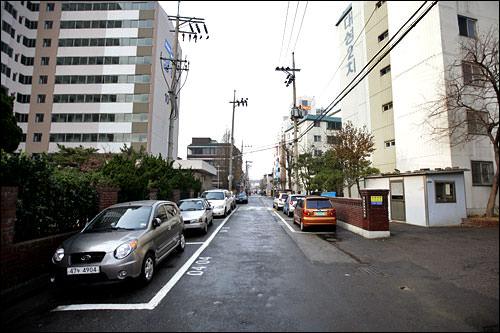 住宅地でよく見る路上駐車場