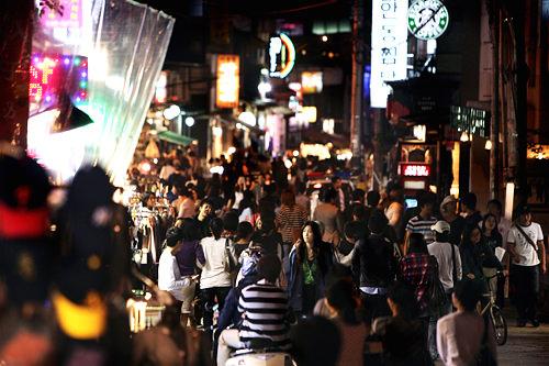 弘大周辺も朝まで賑わう街として有名