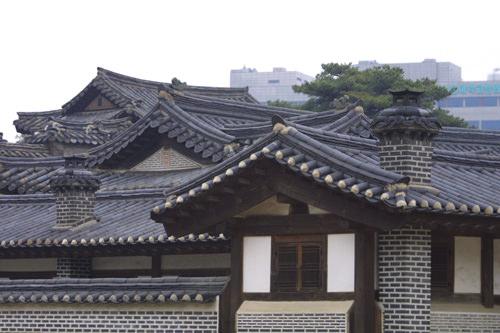 昌徳宮(チャンドックン)内の建物にも煙突が見られる