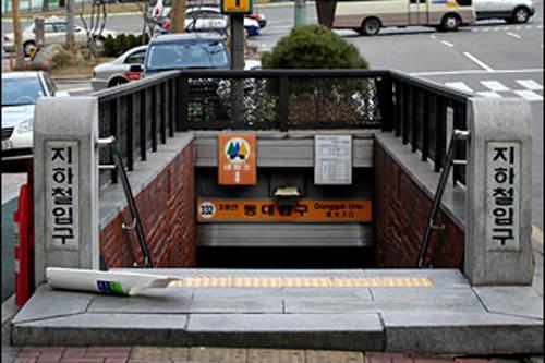3号線「東大入口(トンデイック)」駅1番出口が近い