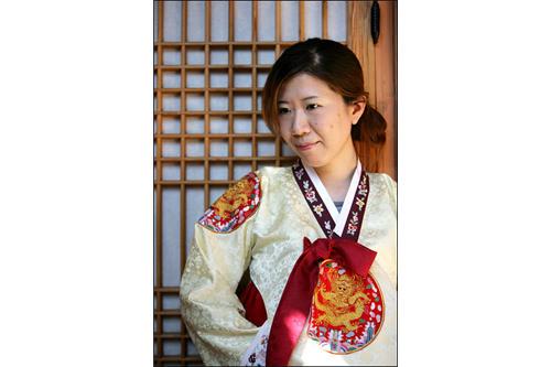 「Yoo's Family」で伝統衣装の試着体験