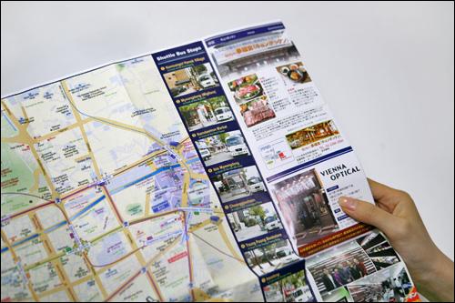 各停留所には目印がないのでホテル作成の地図を参考に