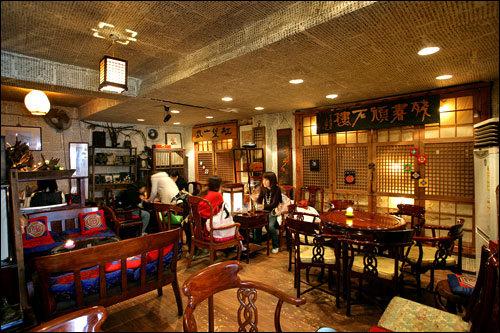 雰囲気のある伝統茶屋も多い