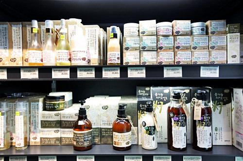 100%有機農の果物や米を発酵させて作った化粧品