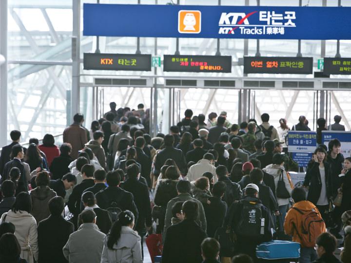 大混雑のソウル駅