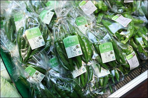 生産者の顔写真入り有機野菜