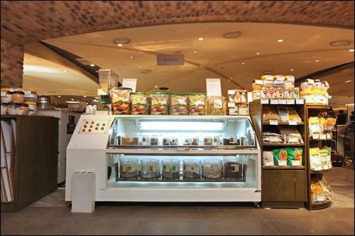 韓国の万能食として知られる生食(センシク)のコーナー