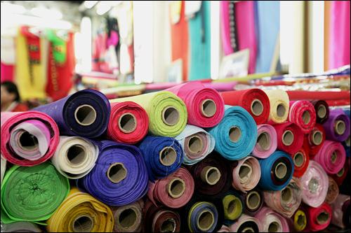 色とりどりの生地から好きな色を選んで