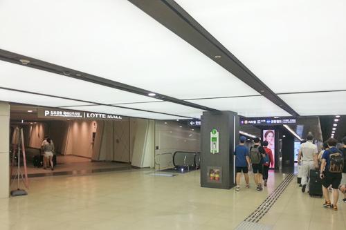 地下1階の連絡口