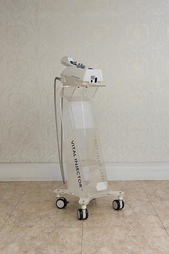 水光注射器 適切な深さへ広範囲に水光注射を打つことが出来ます。施術時間も短縮できます。