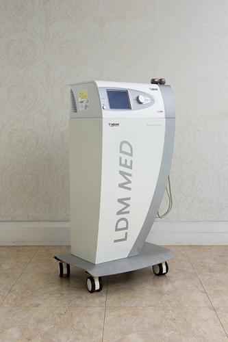 LDM超音波が筋肉層から表皮に働きかけ、肌の保湿を促します。