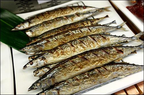 秋刀魚や鰻など焼き魚も人気