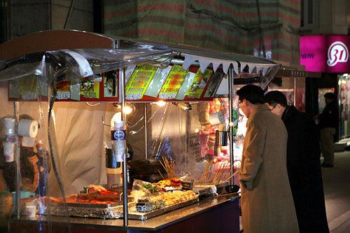 天ぷら、オデンなどの屋台で一緒に売られていることが多い
